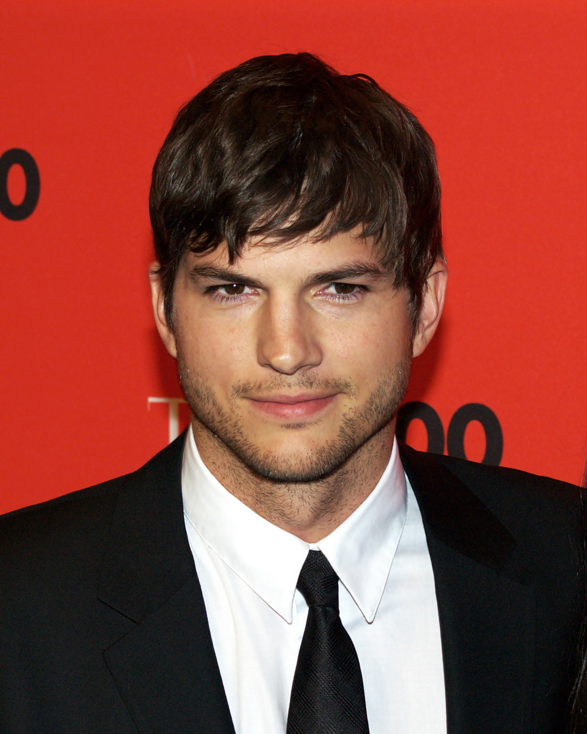 Watch the LIVE Stream as Lenovo and Ashton Kutcher Introduce a #BetterWay