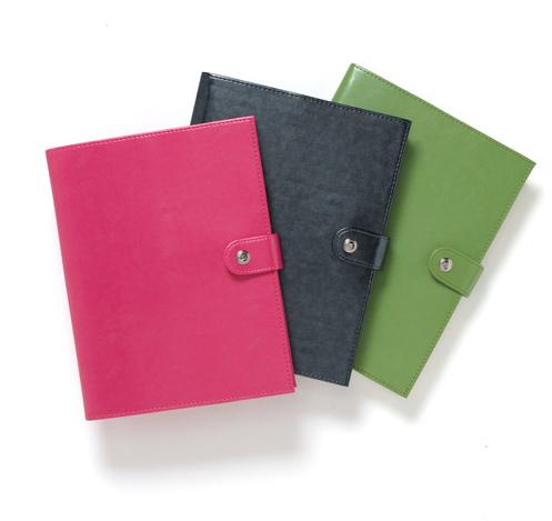 momAgenda Giveaway: Refillable Folio + Spiral Notebook
